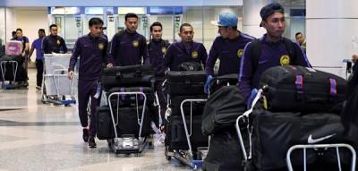 """""""大马虎""""国足球员返抵吉隆坡机场。"""
