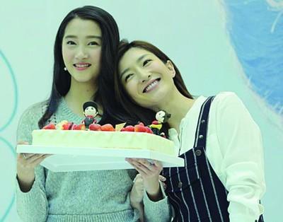 关晓彤(左)和江疏影是闺蜜。