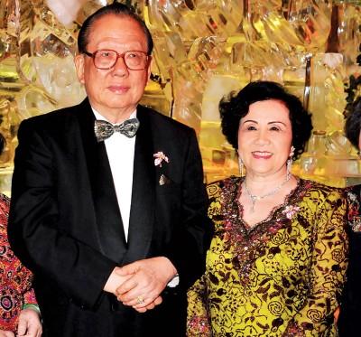 杨忠礼与太太陈开蓉。