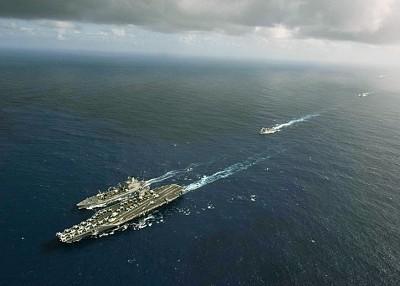 罗斯福号率领多只军舰。