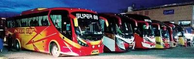 7辆大马旅游巴士在泰国合艾警察局被扣留。