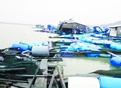 武吉淡汶区发生有史以来最强风暴,海上养鱼场遭摧毁。