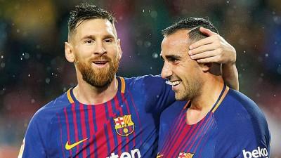 """巴塞隆接受主场2于1胜利塞维利亚,""""奇兵""""帕科(右)梅开第二度,梅西(左)先后600不良比零进球还接获全场唯一同张黄牌。"""
