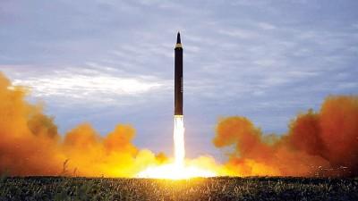 """朝鲜对上一次挑衅,是发射""""火星12型""""中程弹道导弹。"""