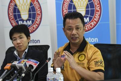 诺扎与大马羽总秘书蔡翰晶在记者会上。
