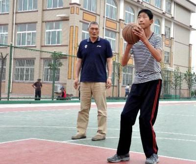 刘泽文(右)。