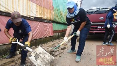 犯林新市镇的Jalan Shaik Madar景况严重,满地泞泥。
