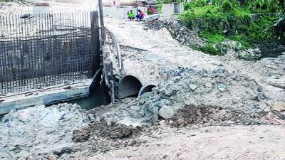居民相信临时桥导致排水不及,就导致水灾发生。