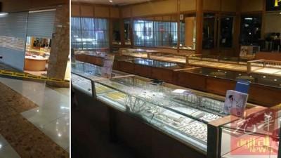 警方封锁现场查案。陈列玻璃柜台遭匪徒击破。