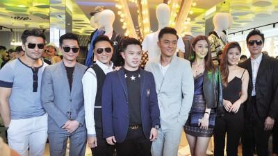 杨明多各圈中好友,特别前来站台恭贺。