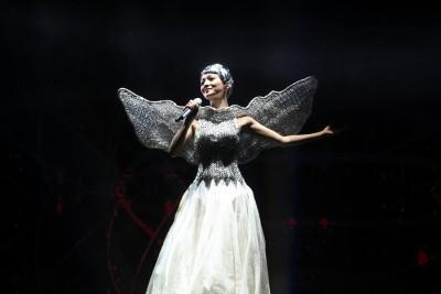 从劲歌热舞到安静吟唱,张韶涵的演唱都感染力十足。