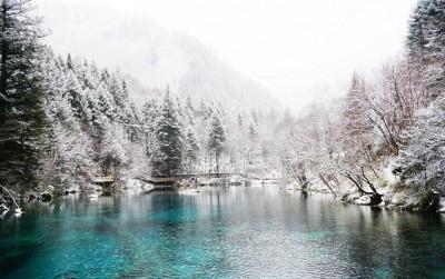 各一帧景色都充满了人世的遐想,各一所山头都铺满了童话里的设想。冬日底九寨沟,若绝对不能失去。