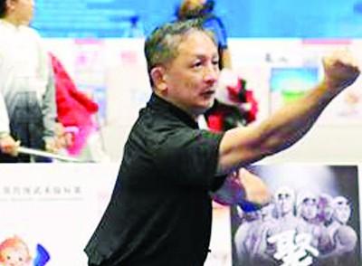 大马领队张铭辉在男子D组传统南拳摘下银牌。