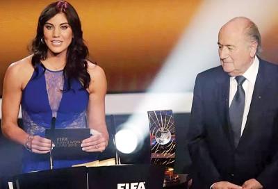(左)眼前美国女足国门霍普·索洛。(右)国际足总主席布拉特