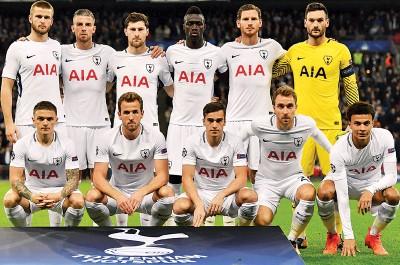 阿尔德韦雷尔德(后排左2)与门将洛里斯(后排右)将缺席热刺对阵水晶宫的联赛。