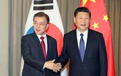 文在寅(左)跟习近平(右)开中韩首脑会谈。