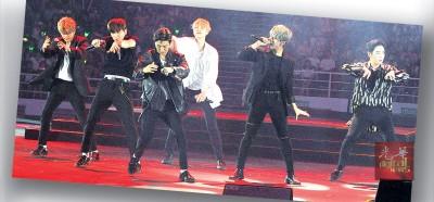 """男团B.A.P一出场便带来动感十足的""""Wake me up""""歌曲,带动现场气氛。"""