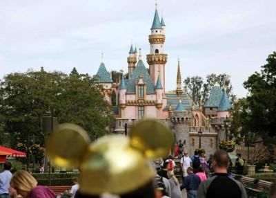 美国加利福尼亚州迪士尼乐园关闭两座冷却塔。