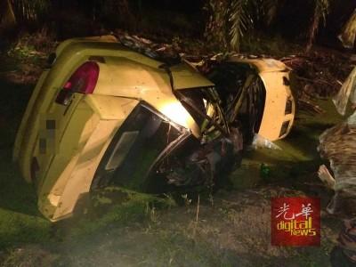 4名安顺三民独中生共车回家途中失控翻入路边大泥沟,造成1死3伤。