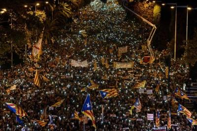 示威者向外界展示他们永不放弃的决心。