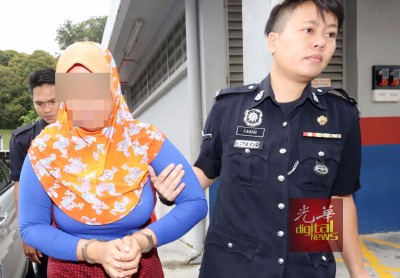 36寒暑无业巫裔单亲母亲让带向新山法庭面控,亮一脸忧伤。