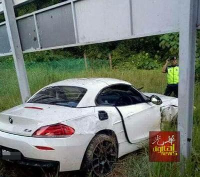 跑车发生车祸,酿一深一样伤。