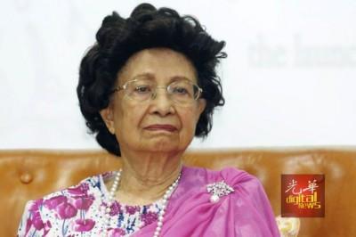 西蒂哈斯玛:马哈迪不让戴头巾。