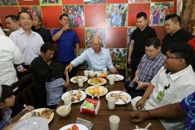 赞赏一马NGO餐馆 首相也来吃免费午餐