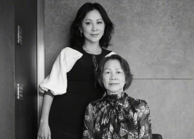 刘嘉玲秀出妈妈的合照,被网友激赞俩母女都一样美。