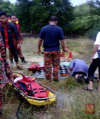 消拯员接报到场马上下水救人,但寻获的却是两具尸体。