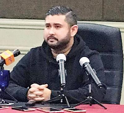 依斯迈举行新闻发布会,坐未沾名的点子抨击,那些总是发出了在品他的人口,如据实而非是因嫉妒和仇恨。