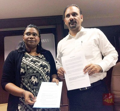 蓝卡巴星(右)及卡斯杜丽(左)呼吁首相署部长拿督斯里阿莎丽娜在修改《1952年危险毒品法令》第39B条文时需修改当中细节及字眼,以赋予法官权力去斟酌判刑。