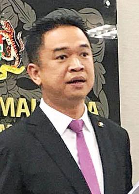 张聒翔促请政府或普腾公布吉利购买普腾股权的价值。