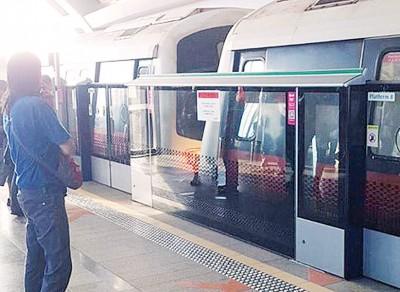 裕群地铁站发生列车追尾事故,导致乘客受伤。