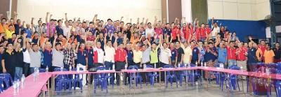 逾300名义消队员在峨仑召开的义消联席会议上坚决反对政府消拯局接管全马义消队。