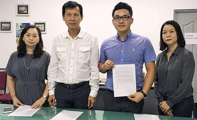 Icon Trans有限公司董事部,左起张爱莉、罗国隆、罗志宏及陈丽虹。