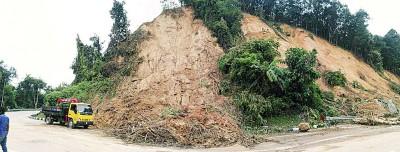 山壁大面积土崩,使得清理工程具有难度。