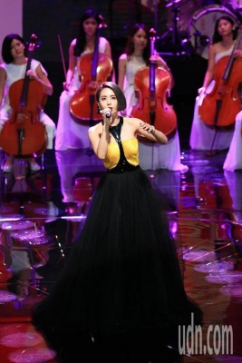蔡依林金马表演致敬歌坛天后。