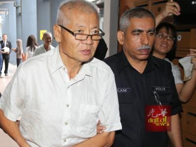 李纪鸿认罪后被警方带离法庭。