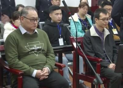 李明哲(前排左)与彭宇华(前排右)听判。