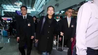 李净瑜一行人约周一晚上10时30分许抵达湖南。