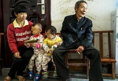 黄生尤与谭彩英去年又生了一个女儿。