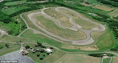 威齐花了1235万令吉兴建一个符合专业标准的跑道。