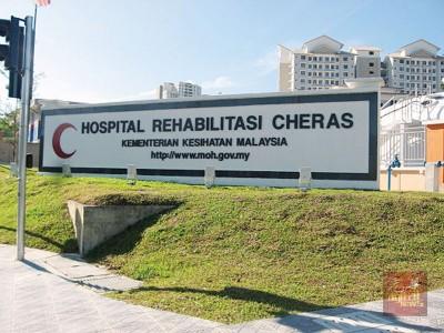 安华用以吉隆坡蕉赖康复医院接受3周日物理治疗。