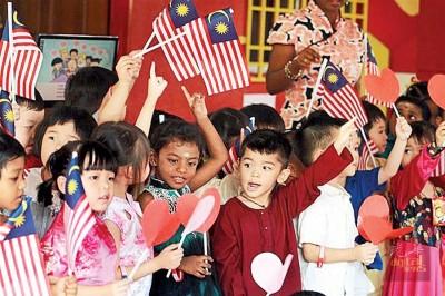 18岁以下的人口有940万人,占总人口29.4%,其中8.2%是5岁以下儿童。
