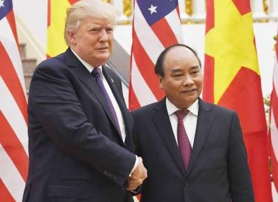 特朗普(右)与陈大光(左)举行双边会谈。(法新社照片)