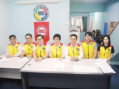 国民团结党记者会,左起林武灿、孙志明、严汶隆、郑荇镅、游万奭、江德玮、纪莲忆。