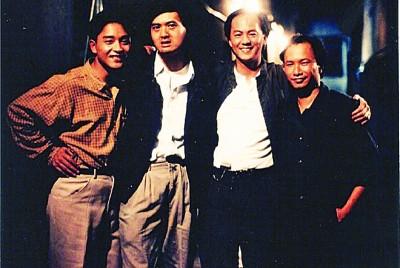 吴宇森(右起)和《英雄本色》主要演员狄龙、周润发、张国荣合影。
