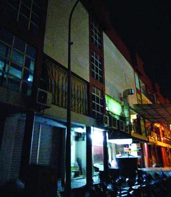 居銮地王广场后巷街灯失修数月,可能诱发罪案发生。