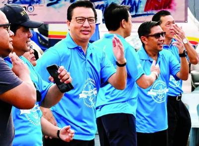 廖中莱参与大马海事马拉松开幕仪式。